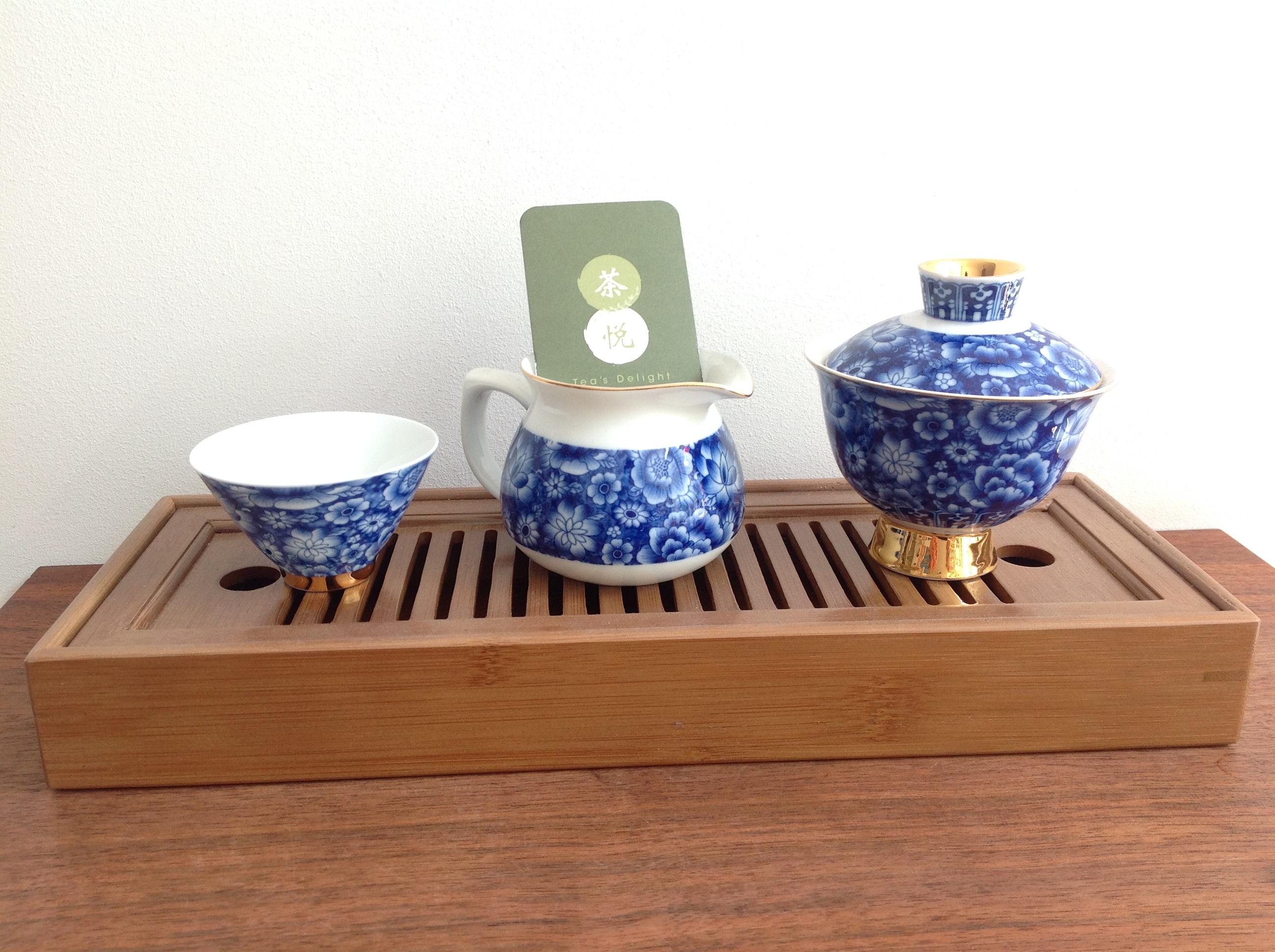 Porcelain gong fu cha tea set